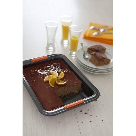 Le Creuset Toughened Non-Stick Bakeware Rectangular Cake Tin 33 cm - Mimocook