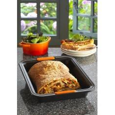 Le Creuset Toughened Non-Stick Bakeware Rectangular Cake Tin - 28 cm