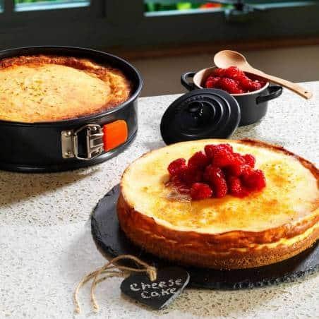 Le Creuset Toughened Non-Stick Bakeware Springform Round Cake Tin - 20 cm - Mimocook