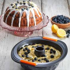 Le Creuset Toughened Non-Stick Bakeware Kugelhopf Mould - 22 cm