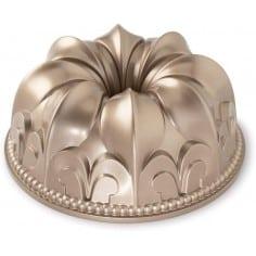 Forma Fleur de Lis Bundt Pan da Nordic Ware - Mimocook